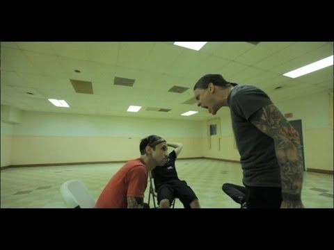 Shinedown – Enemies [Official Music Video]