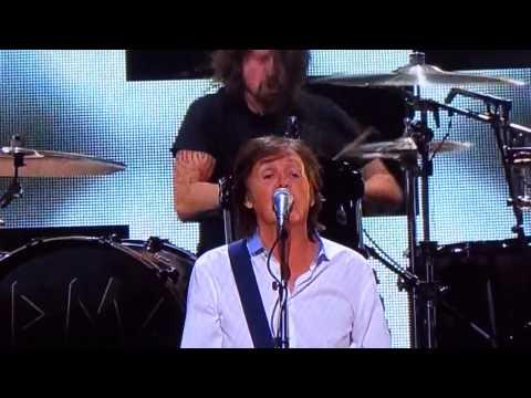 """Cut Me Some Slack"" Paul McCartney & Nirvana Members@Sandy Relief Concert New York 12/12/12"