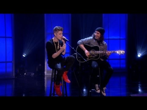 Justin Bieber Sings 'As Long As You Love Me'