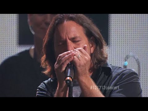 "Roger Waters & Eddie Vedder: ""Comfortably Numb"" Live at ""12-12-12″ The Concert for Sandy Relief (HD)"