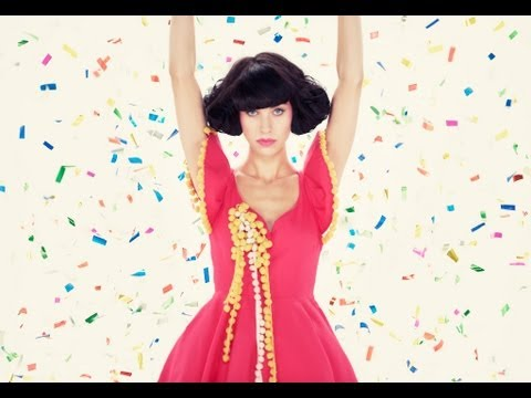 "Kimbra – ""Cameo Lover"" [Official Music Video]"
