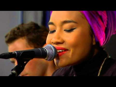 Yuna – Come As You Are (Live at Amoeba)